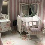 çiçek desenli bebek odası mobilyaları
