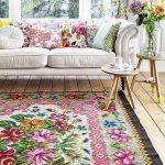 çiçek desenli halılar ile ev dekorasyonu