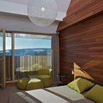 ahşap duvarlar ile yatak odası dekorasyonu