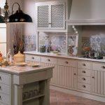 Patchwork fayanslar ile klasik mutfak dekorasyonu