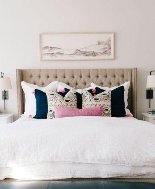yatak odası tablo ile duvar dekorasyonu