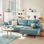 mavi koltuk ile salon dekorasyonu