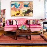 pembe koltuklar ile salon dekorasyonu