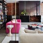pembe koltuklarla salon dekorasyonu