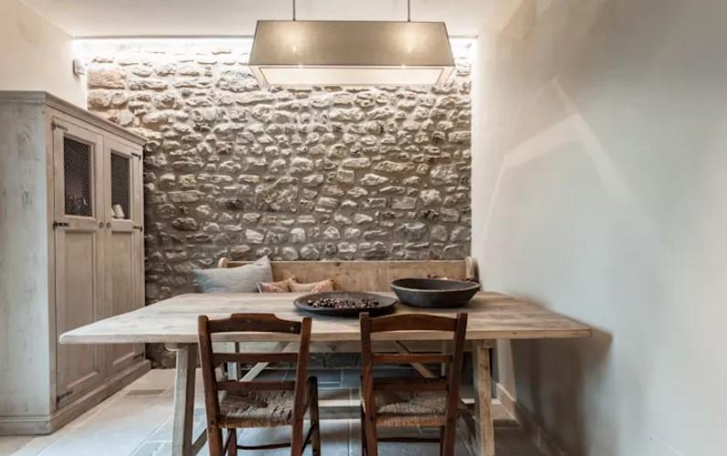 taş duvarlar ile yemek odası dekorasyonu 2018