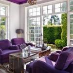 mor koltuklarla salon dekorasyonu