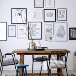 yemek odası duvarlarında tablolar ve resimler ile dekor