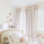 açık pembe yatak odası perdesi