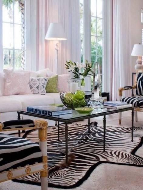 hayvan desenli halı ile salon dekorasyonu