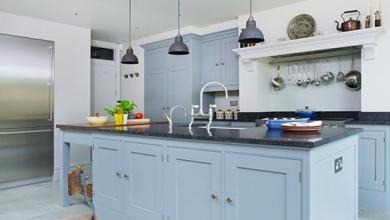 mavi renge boyalı mutfak dolapları ve üniteleri