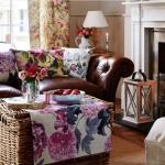 çiçek desenli nötr oturma odası