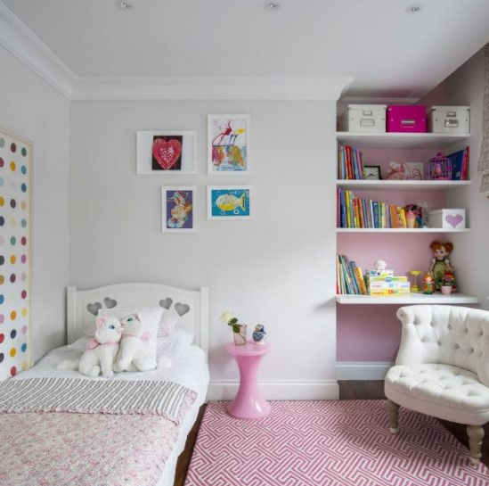 pembe detaylarla çocuk odası