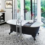 eski fayans ile banyo zemin dekorasyonu
