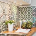 eski fayanslarla yapılan mutfak tezgah arası