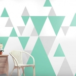Pastel ve nötr renklerin grafik tasarımı ile modaya uygun duvar kağıdı