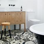 Patchwork fayanslar ile banyo zemin dekorasyonu