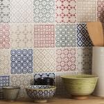 Patchwork fayanslar ile mutfak tezgah üstü duvar dekoru