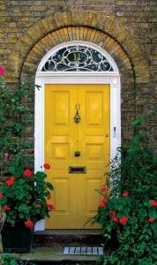 Sarı Dış Kapı