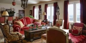 Sarı Kırmızı Oturma Odası Dekorasyonu