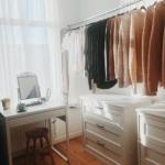 kon mari yöntemi ile giyinme odası dekorasyonu