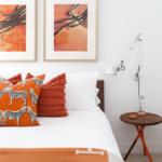 turuncu desenli yastıklar